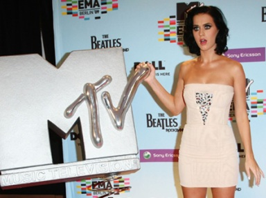 katy perry back stage EMAs 2009