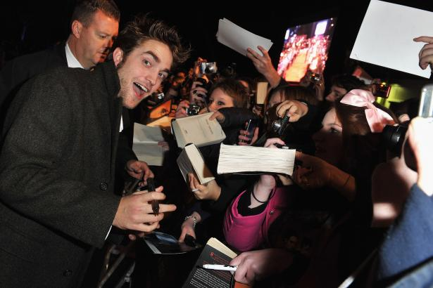 new moon twilight fan event Robert Pattinson