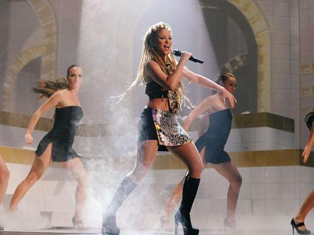 shakira MTV EMA performing