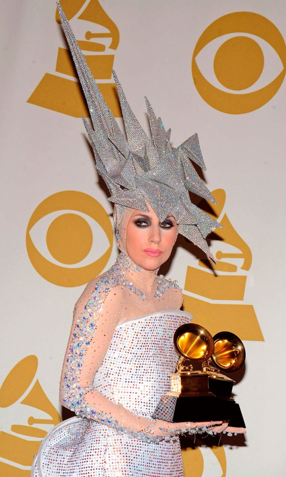 lady-gaga-in-armani-prive-couture-at-the
