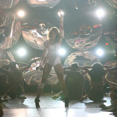 Miley Cyrus MuchMusic awards 2010 performs can't be tamed