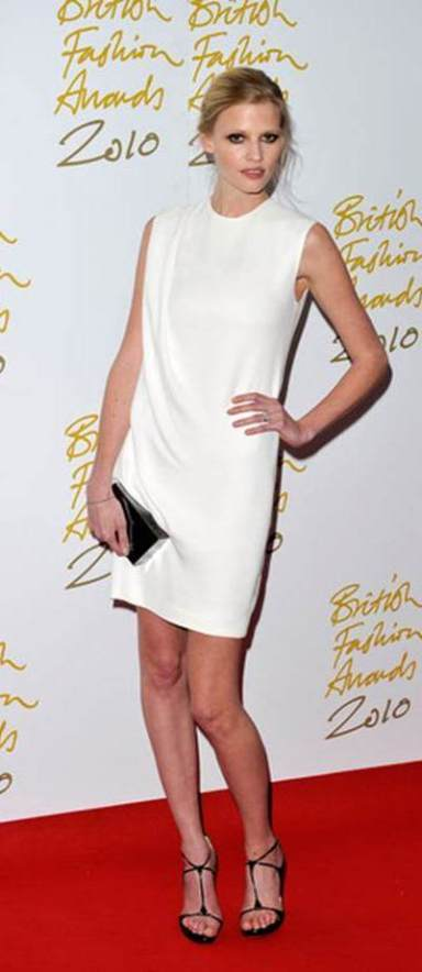British Fashion Awards 2010 Lara Stone and Emma Roberts - Copy (2)