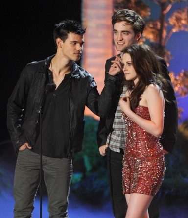 Kristen+Stewart+Robert+Pattinson+Taylor+Lautner+Twilight+Breaking+Dawn+2011+MTV+Movie+Awards