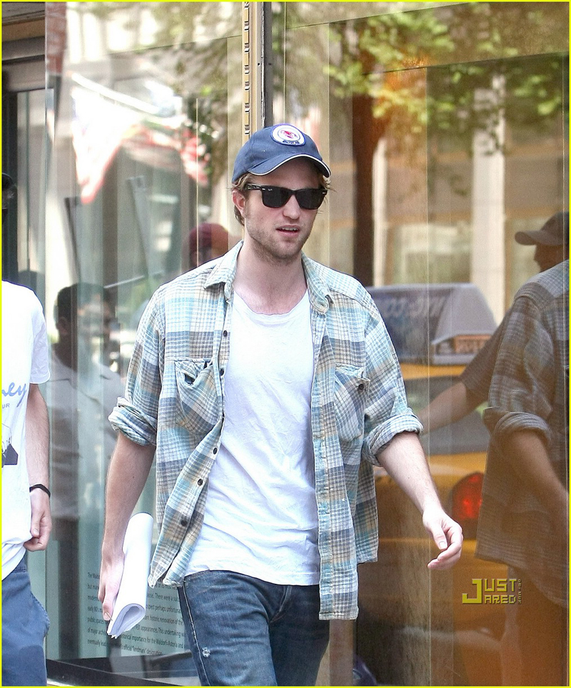 Robert Pattinson in LNA_3