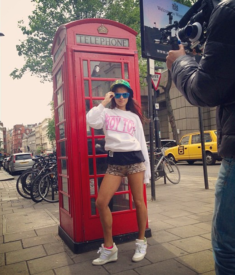 bip ling boy toy sick girl jumper london phone booth