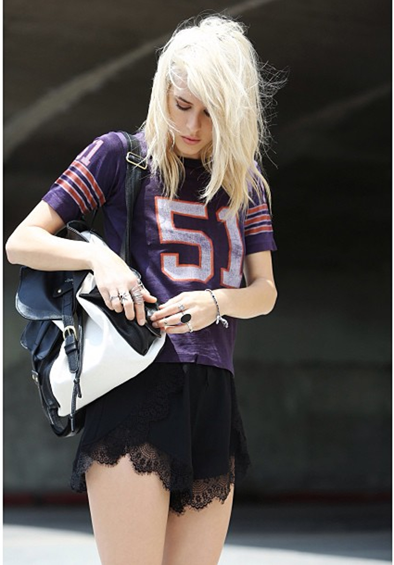 jenny parry @onthe_wayout fiinders keepers firehouse shorts black lace