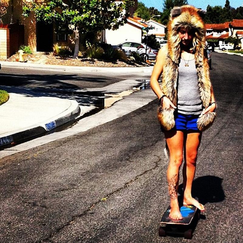 @lunimazeus in spirithoods red fox on skateboard