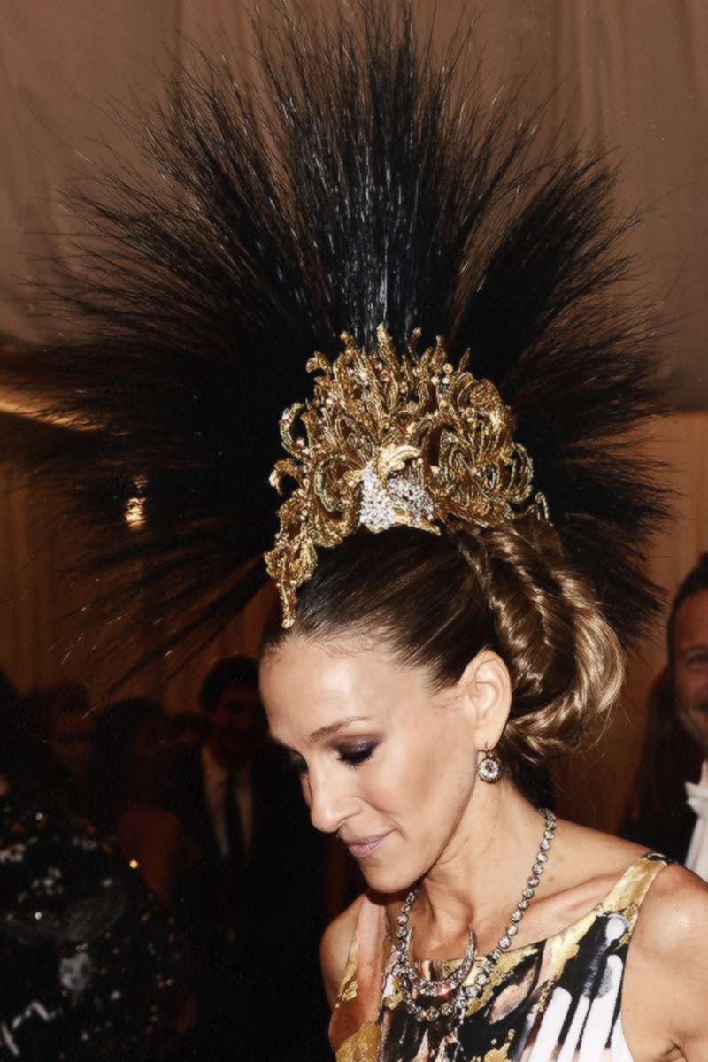 Sarah Jessica Parker in Philip Treacy headpiece at Met Ball 2013