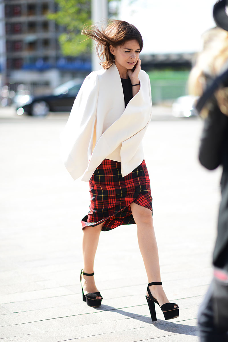 Miroslava Duma wore a tartan fabric skirt with a cape. Both remind us of Finders Keepers collections to come in Jan/Feb 14. Stay tuned!