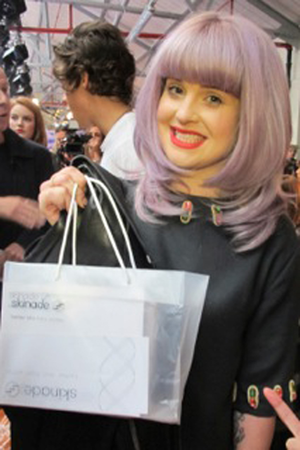 kelly osbourne at london fashion week with skinade