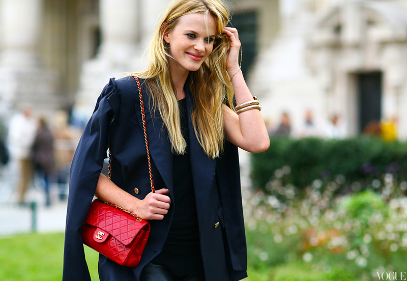 Teaming a red Chanel handbag with a navy blazer