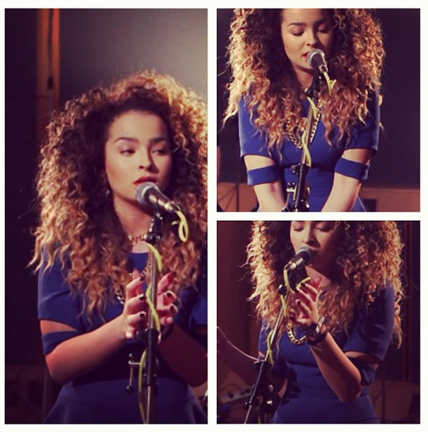 """BRITs Critic's Choice nominee Ella Eyre showcasing her single """"Deeper"""" at Abbey Road Studios. Dress: Lone Rangers Sleeve Dress by Finders Keepers"""