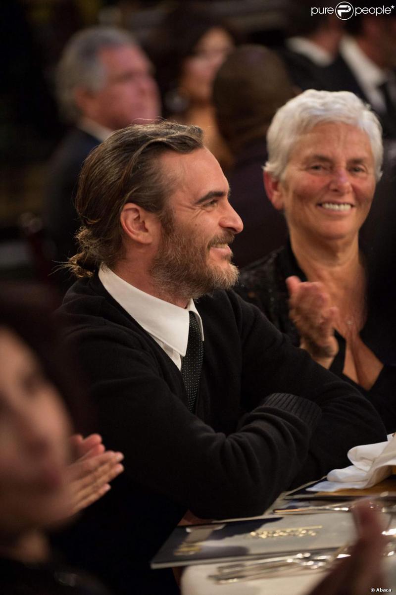 Joaquin Phoenix Golden Globes 2014 beard and bun