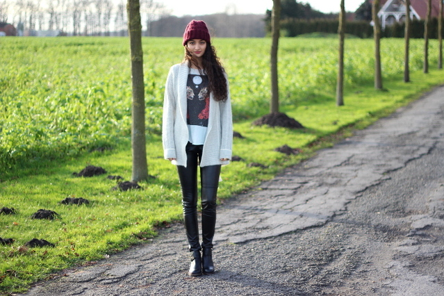 Ranim from The Perfect Disease in the Wildfox Celestial Cats Jagged Edge T