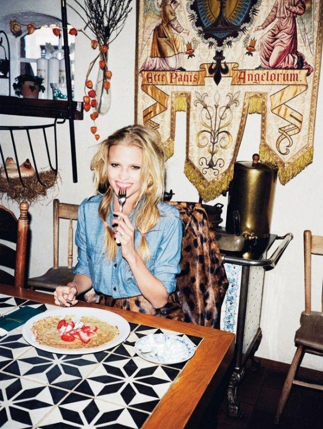 Lara Stone eating pancake