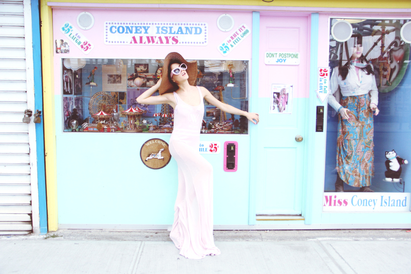Rachel from I Hate Blonde Blog in the Wildfox Sun Kitten Frame and the Wildfox Yacht Club Beach Maxi Dress in pastel pink
