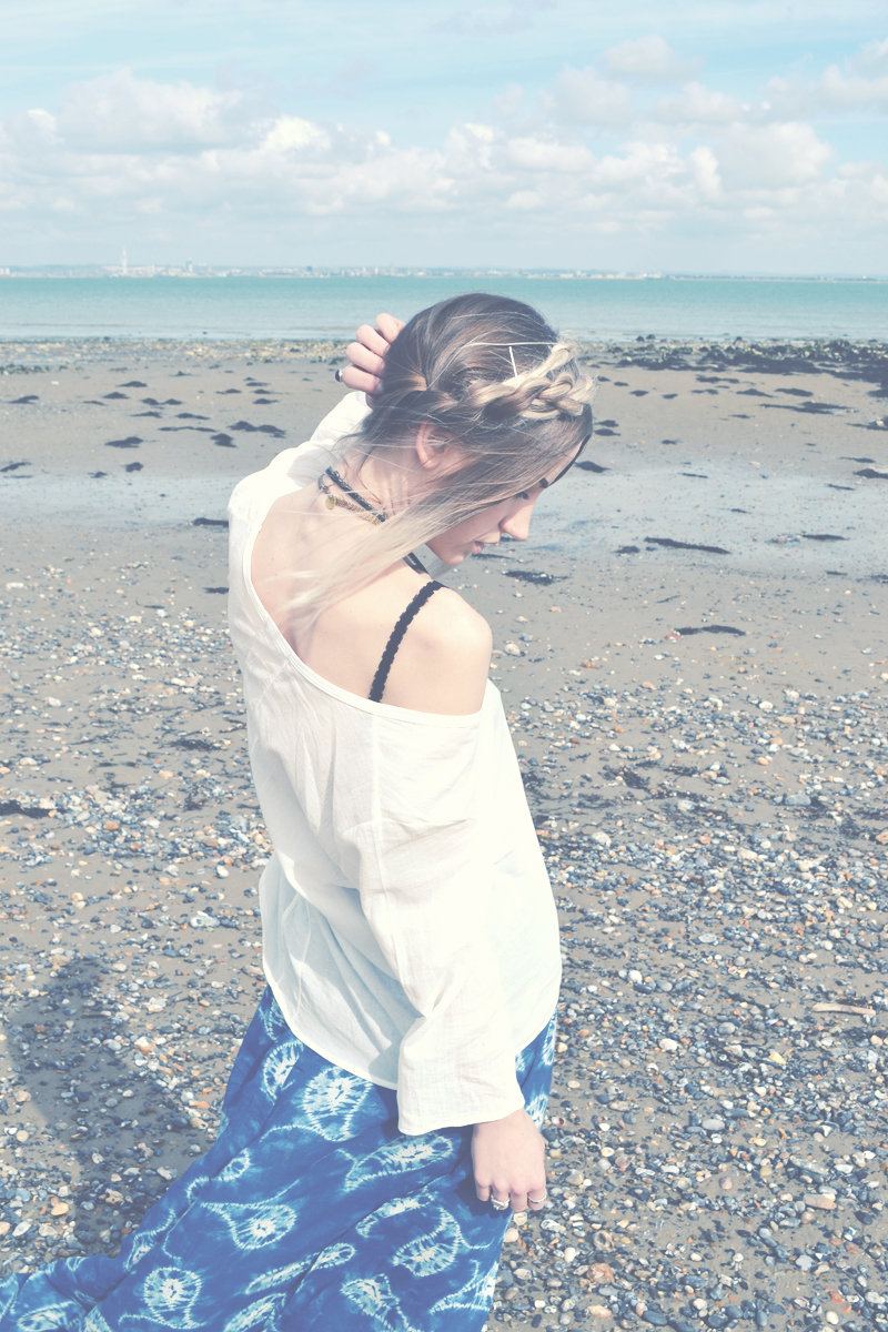 Blogger Sara Waiste in the Island Top in natural by LNA